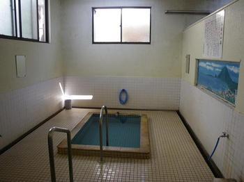 山田温泉浴槽.jpg