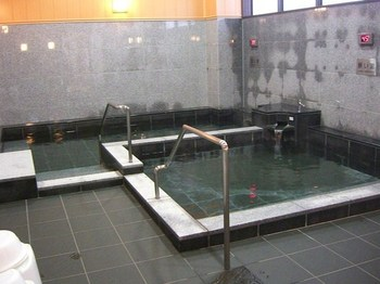 波来湯浴室.jpg